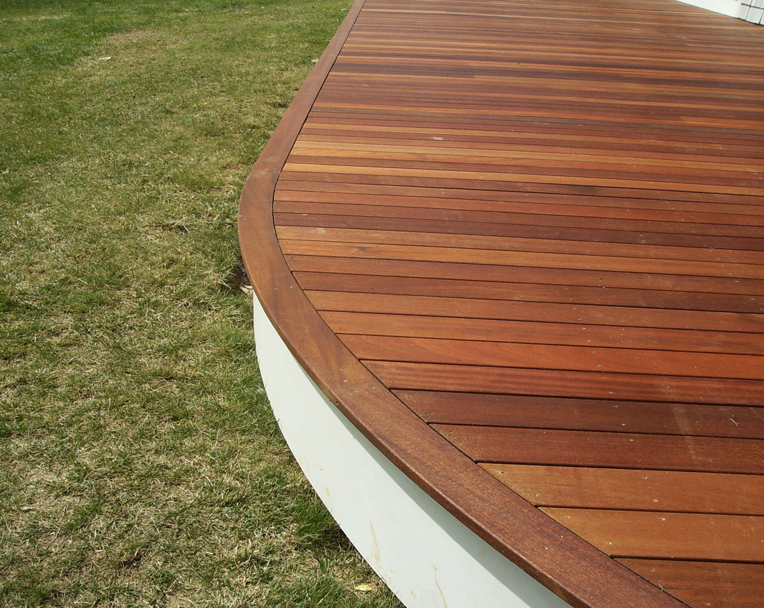 Curved deck edging adds elegant detail